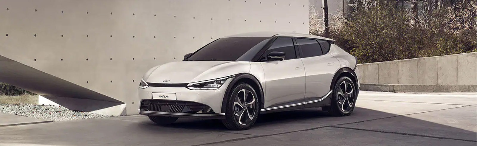 2022 Kia EV6 - detailed specifications and features according to the trim level