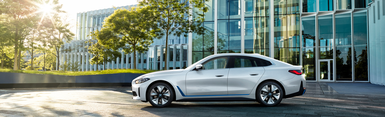 2022 BMW i4 eDrive40 and BMW i4 M50 - specifications