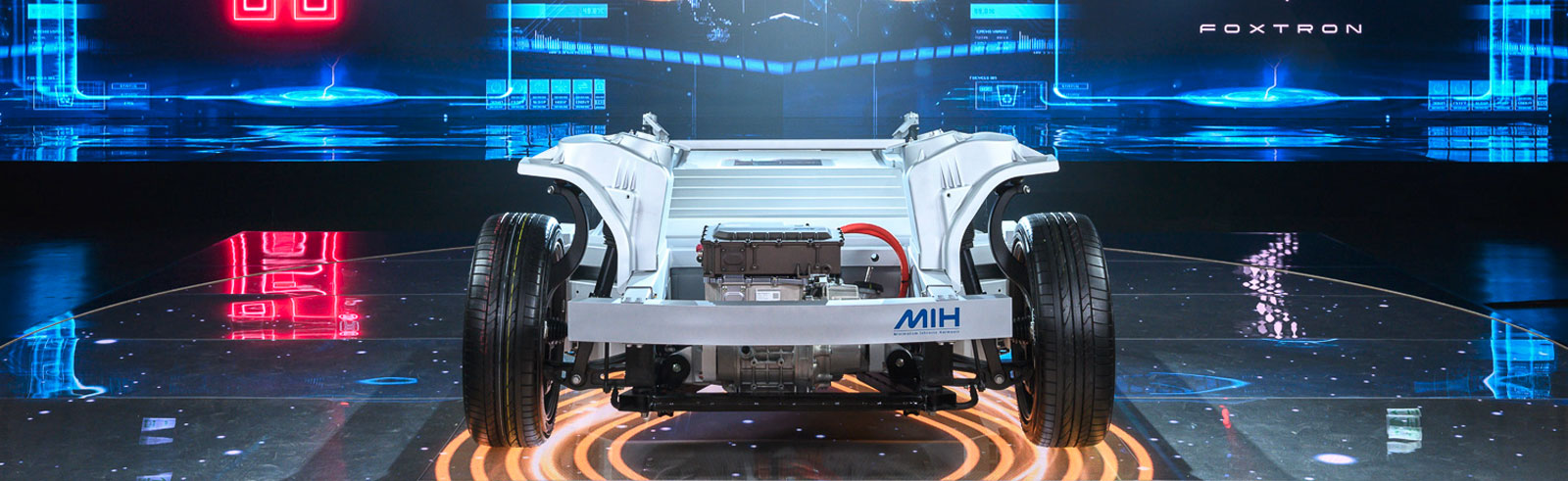 Foxconn introduces its MIH open platform for EVs and plans for a solid-state battery launch by 2024