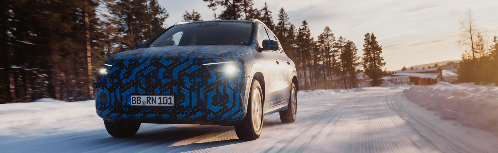 Mercedes EQA winter testing photos, new compact PHEVs will debut in Geneva next month