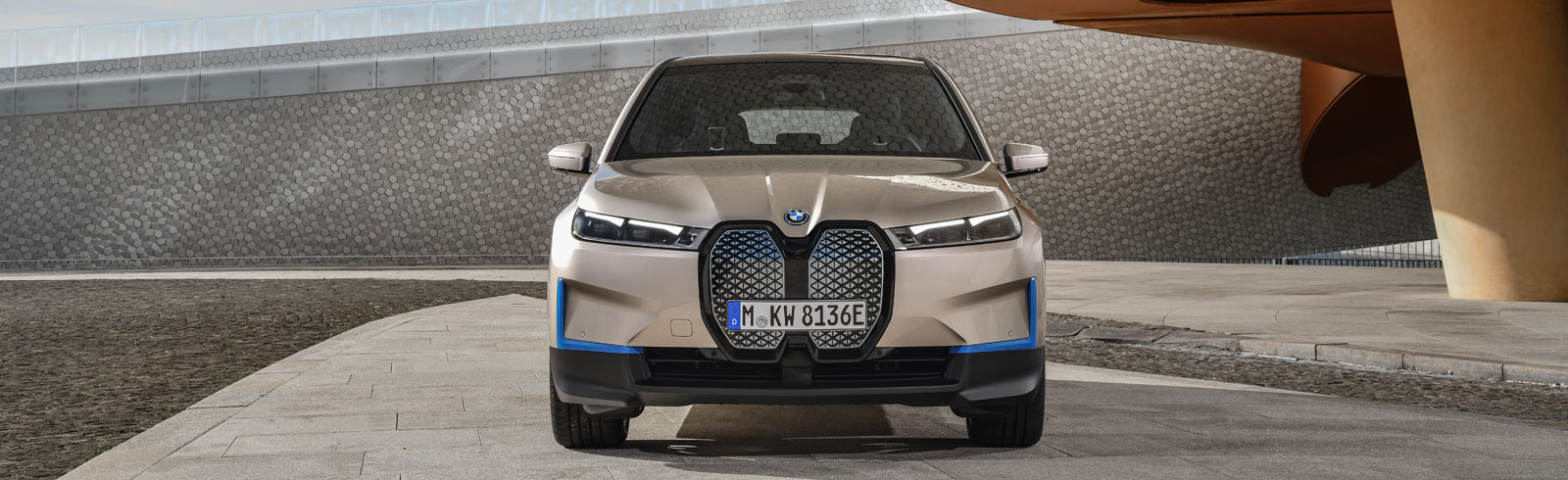 2021 BMW iX goes official with over 600 km of range, 370 kW power