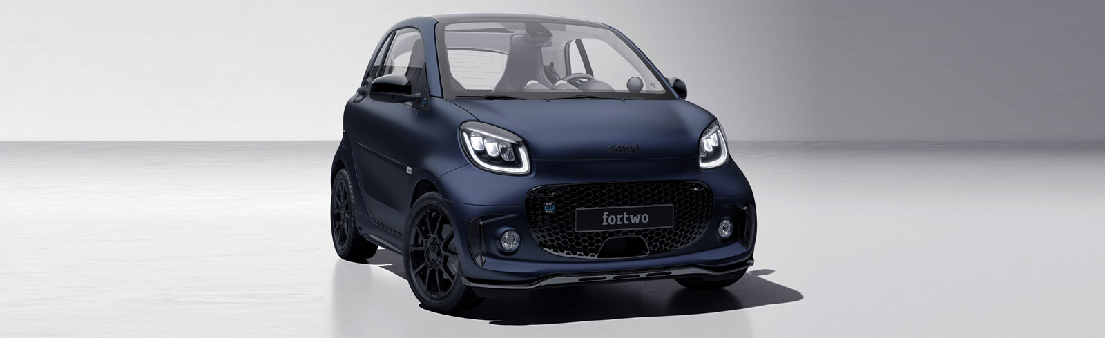 Daimler unveils the smart EQ fortwo edition bluedawn