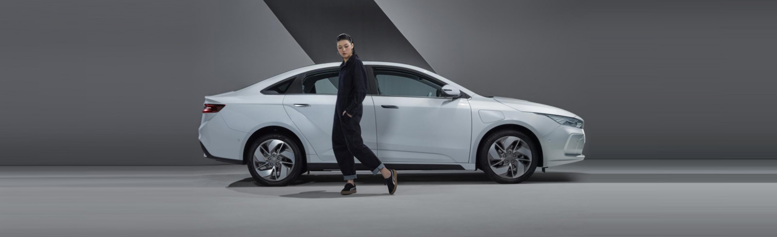 Tesla Model 3 competitor unveiled in China, enter the Geely GE11